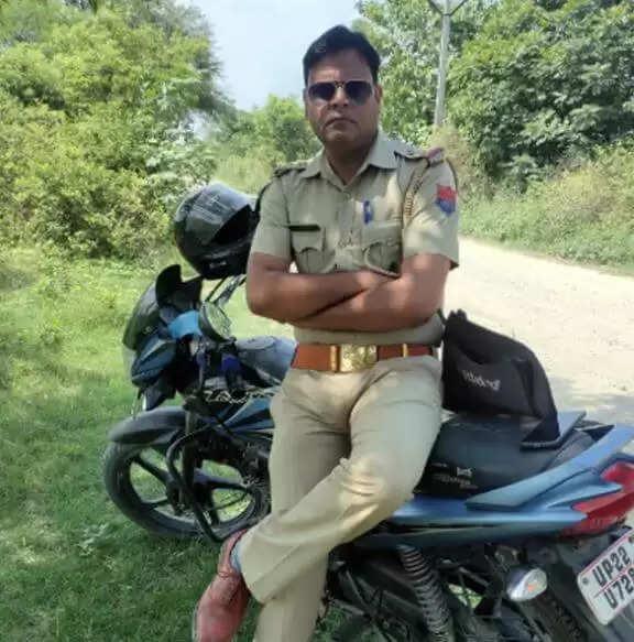 Rampur Amar Ujala News : रिश्तेदार की वर्दी पहन बन गया फर्जी SI, पत्नी ने खोल दी पोल