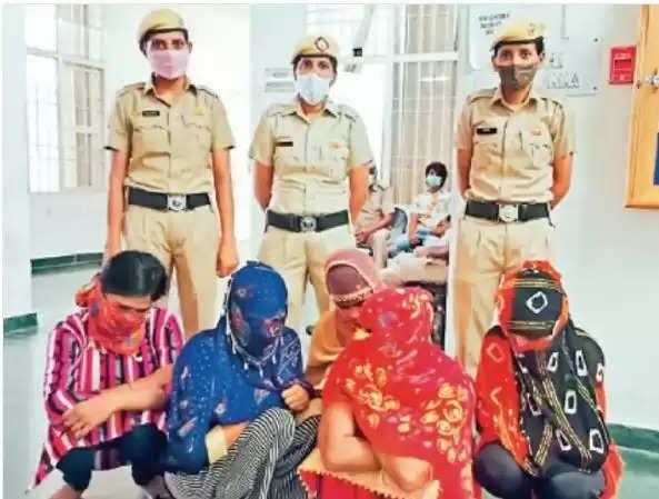 Murthal Racket News : टीडीआई मॉल में चल रहा था स्पा सेंटर, पुलिस ने छापा 5 लड़कियां 3 लड़को को पकड़ा