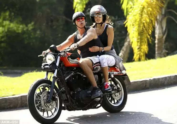 New Bike Rule : अब बाइक पर बैठने का बदल गया तरीका, जानिये सड़क परिवहन का नया नियम