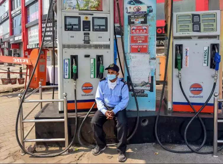 Petrol Diesel Price Today Report : पेट्रोल डीजल को लेकर आम लोगों के लिए बड़ी राहत, जानिये अपने शहर के दाम