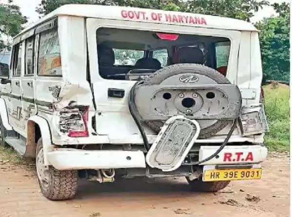 Barwala Dainik Jagran News : बस अड्डा इंचार्ज ने आरटीए की गाड़ी पर चढ़ा दी बस, चार घायल, जानिये पूरा विवाद
