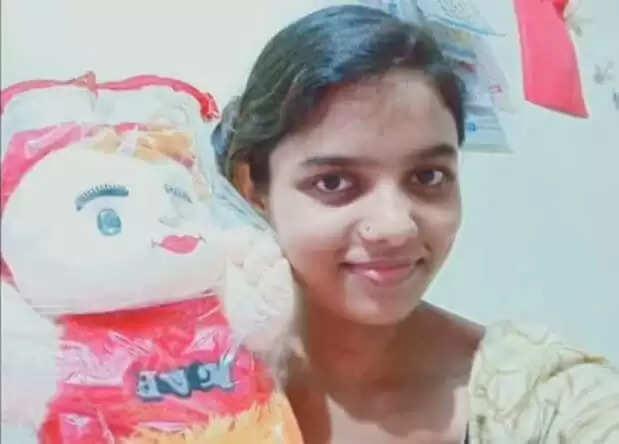 Gorkhpur Girl Suicide News :छात्रा ने फंदा लगाकर दी जान, परिवार और पुलिस के बीच हत्या आत्म हत्या में उलझी गुत्थी