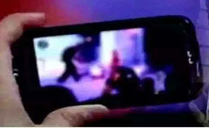 Agroha News : बेटे ने मां की अश्लील वीडियो बना ब्लैकमेल कर मांगे लाखों रुपये, नहीं मिले तो कर दी वायरल