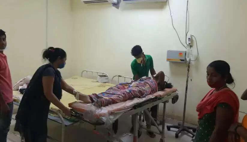 Nursing Student Suicide : पति से बात करते समय नर्सिंग की छात्रा ने हॉस्टल की छत से लगाई छलांग