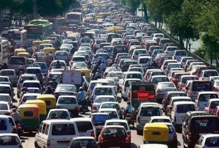 Old Cars Ban In Delhi :दिल्ली बंद हो सकती है 36 लाख गाड़ियां, 20 साल से पुरानी गाड़ियों को लेकर आ रहा है नया नियम