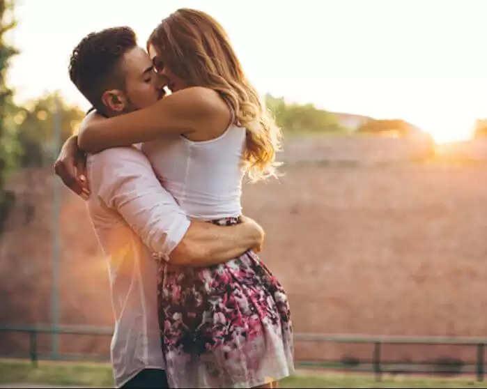 Wife Relation Expose : पड़ोसी के साथ महिला का चल रहा था अफेयर, पति ने ऐसे खोला राज