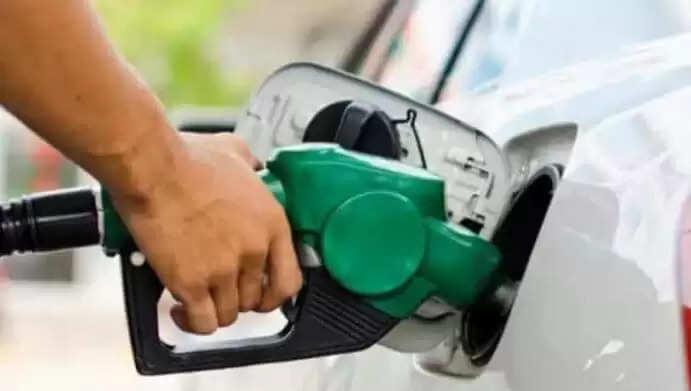 Aaj Petrol ka Rate : पेट्रोल-डीजल के दामों को लेकर लोगों को मिली राहत, जानिये अपने शहर के रेट