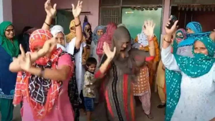 Boxer Ravi Kumar Dahiya : रवि दहिया की शानदार जीत पर नाचने लगा गांव, जश्न में डूबा पूरा गांव, देखिए तस्वीरें